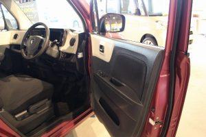 MRワゴンの前席ドア