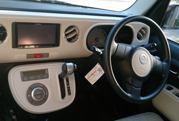 ミラココアの運転席まわり画像
