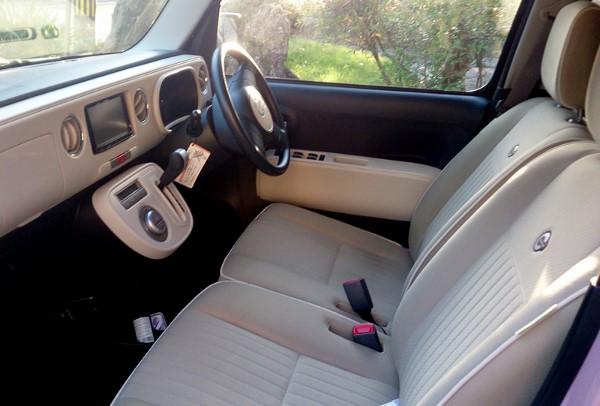 ミラココアの運転席画像