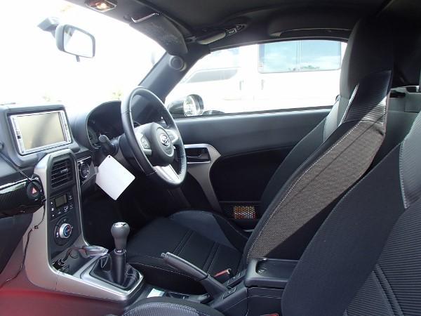 コペンローブの運転席画像