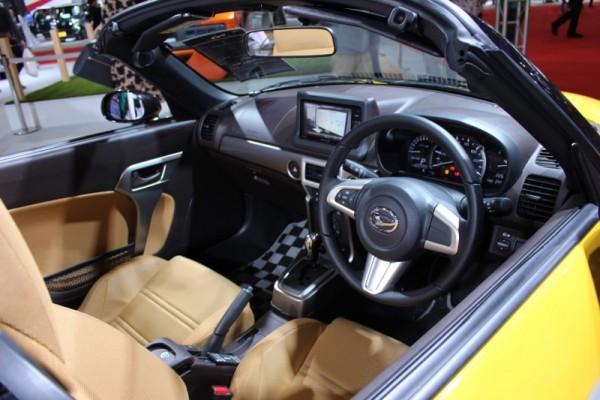 コペンセロの運転席