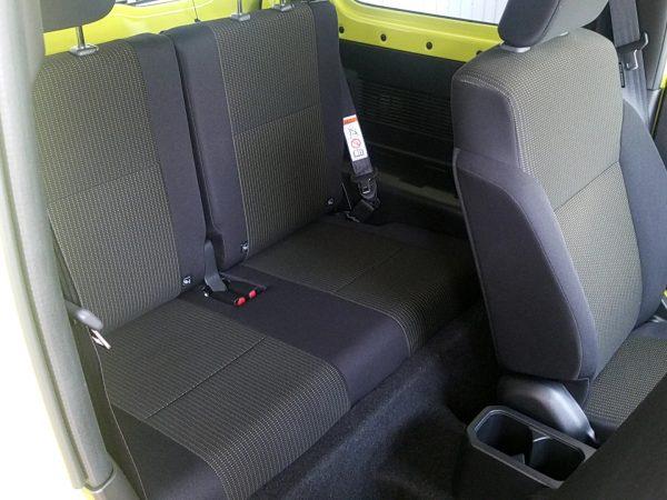 新型ジムニーの内装・後部座席画像