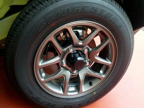 新型ジムニーのタイヤ・ホイール画像